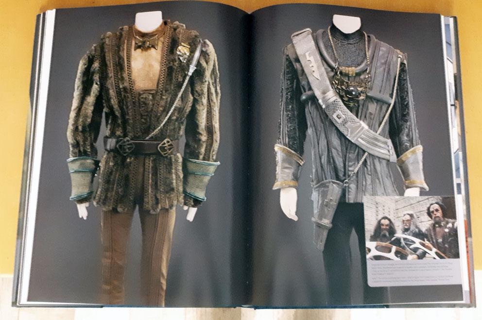 [Bild: StarTrek-Costumes-Seiten2.jpg]